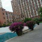 Коричневое здание - это гостиница - с нулевым - 14 этажей